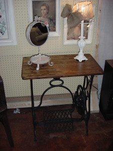 ANTIQUE SEWING MACHINE BASED TABLE