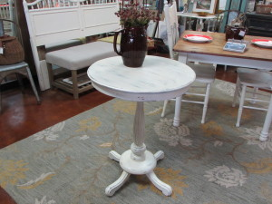 "24"" ROUND VINTAGE SIDE or NOOK DINING TABLE"