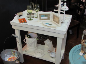 SERVER TABLE with LIFT-OFF SERVING TRAY