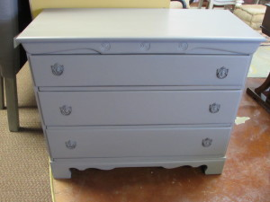 "3-DRAWER CHEST (18.5"" x 40"" x 33"")"