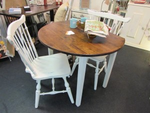 "STAINED TOP DROP LEAF TABLE & CHAIRS (TABLE = 35"" DIAMETER)"