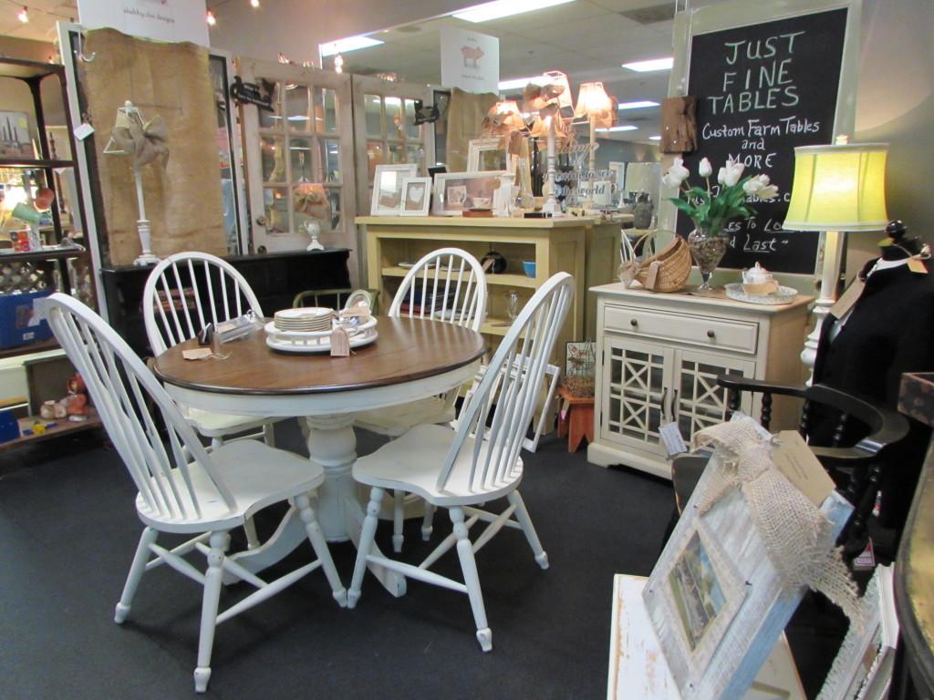 Country Farmhouse Farm Table and Chairs at ENCORE RESALES