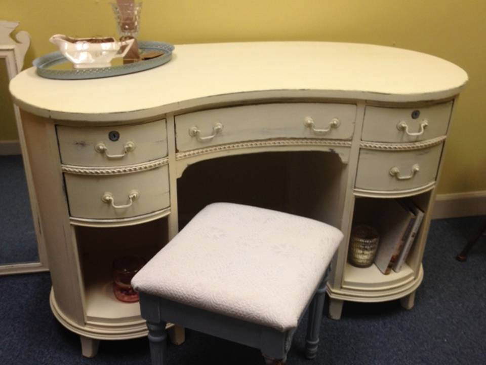 KIDNEY SHAPED DESK WITH STOOL