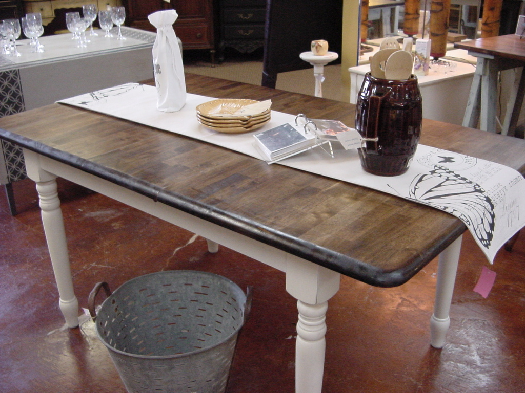 Butterfly Leaf Country Farm Table With Built In Leaves