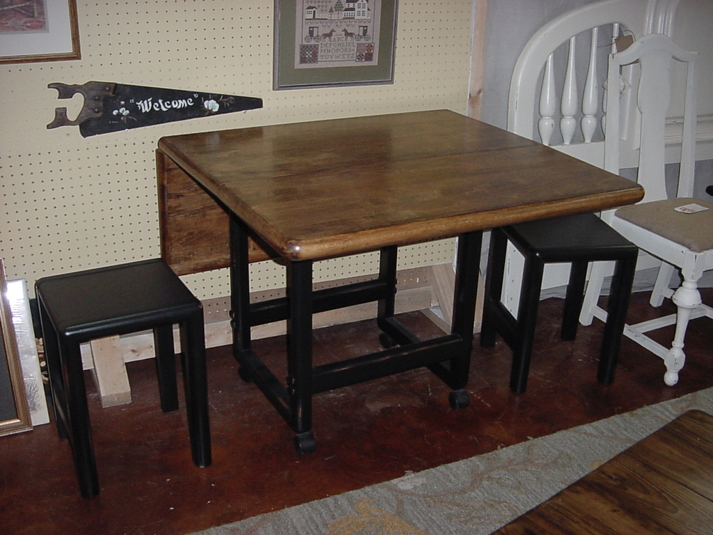 20u2033 X 36u2033u2013u003e 36u2033 X 48u2033 HEAVY U0027BUTCHER BLOCKu201d DROP LEAF TABLE W/ Stools